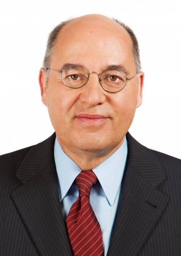 Bridging the Gap im Thalia Theater. Gregor Gysi